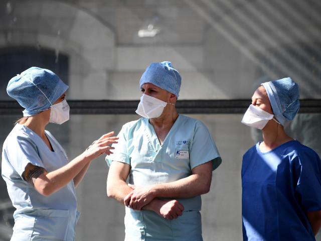 """""""Nouvelle tenue de cosmonaute, nouveau patient, nouveau dossier"""": la semaine de Jonathan, interne à l'hôpital de la Pitié-Salpétrière"""