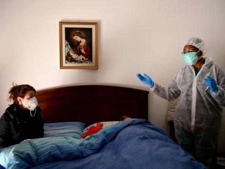 Coronavirus: près de la moitié du monde en confinement, l'épidémie s'étend