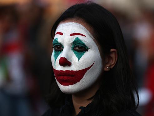 """""""Les gens se sont réveillés"""": mobilisation inédite au Liban contre le pouvoir accusé de corruption"""