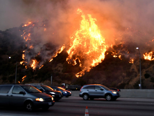 Incendies en Californie : les quartiers chics de Los Angeles évacués
