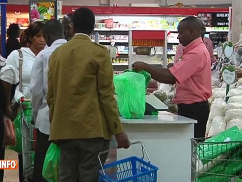 Le Kenya prend une décision drastique: les sacs en plastique sont INTERDITS dans le pays