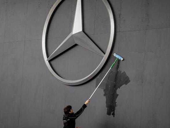 Un homme politique sud-africain enterré dans sa Mercedes-Benz préférée – vidéo
