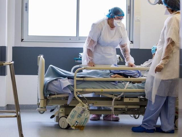 Covid-19 : la France franchit le seuil des 70 000 morts, avec 196 nouveaux décès lors des dernières 24 heures