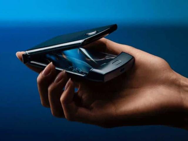 Motorola Razr : voici le premier smartphone pliable à clapet