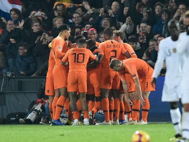 Football: les Bleus chutent face aux Pays-Bas