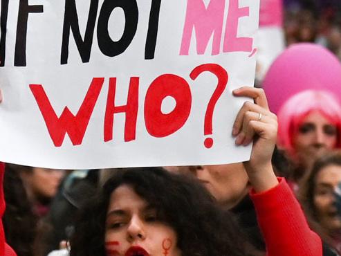 """""""On fait souvent des minutes de silence mais on ne veut plus de silences"""": à Bruxelles, une manifestation pour dénoncer les violences faites aux femmes"""