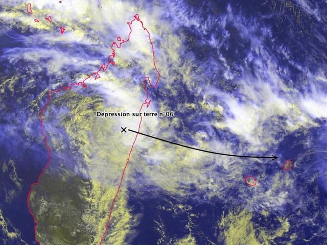 Le système dépressionnaire à 775km de La Réunion, de la pluie annoncée, mais pas de vents cycloniques