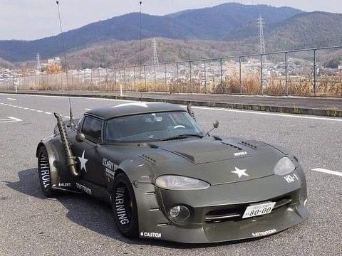 Cette Dodge Viper est prête pour la guerre