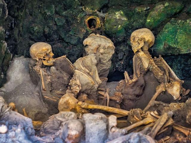 Découverte d'un squelette à Herculanum : un nouvel éclairage sur l'éruption du Vésuve qui a englouti Pompéi