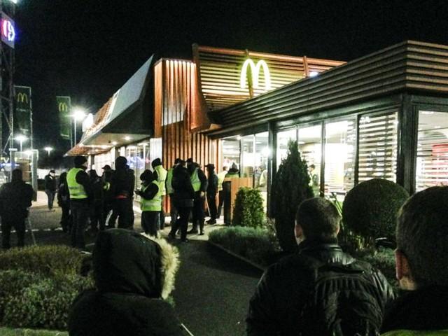 Gilets jaunes à Caen : action coup de poing au McDo de Mondeville vendredi soir