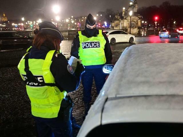 En images : le couvre-feu passe à 18 heures partout en France