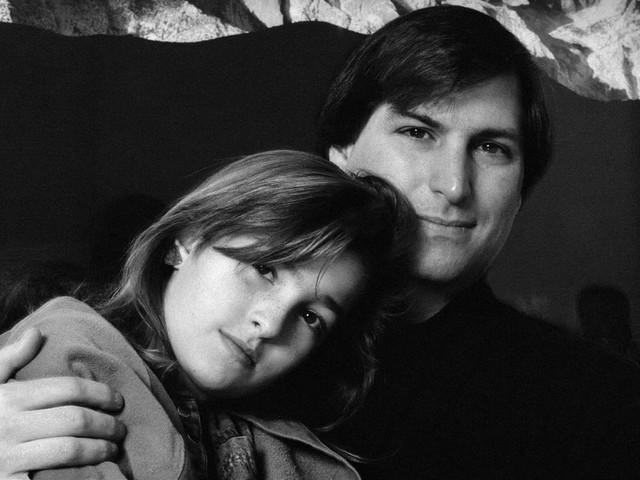Lisa Brennan-Jobs écrit un livre sur sa vie d'enfance avec son père, Steve Jobs