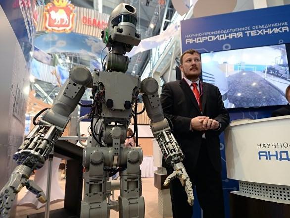 Le robot humanoïde russe Fedor immortalise sa sortie du vaisseau Soyouz – vidéo