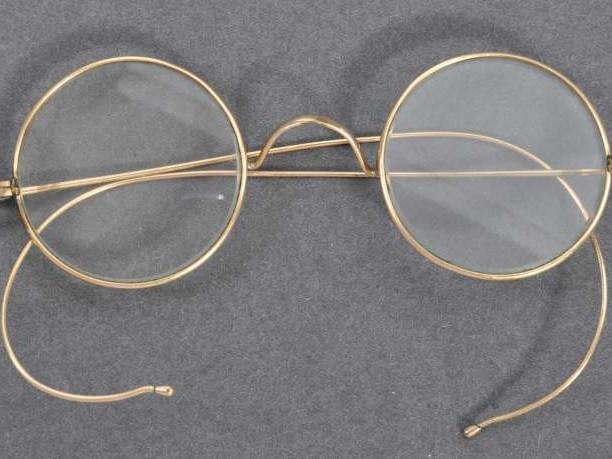 Une paire de lunettes du Mahatma Gandhi vendue 288000euros aux enchères