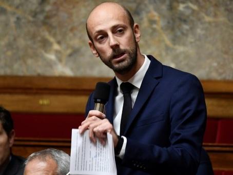 """""""Gilets jaunes"""": la majorité plaide pour """"accélérer"""" les baisses de taxes"""