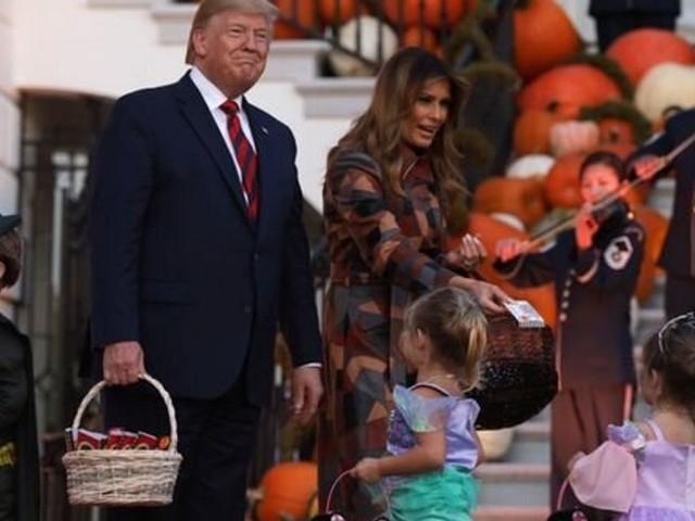"""Pour Halloween, des enfants invités à """"construire le mur"""" à la Maison Blanche"""