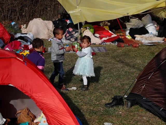 L'UE envisage d'accueillir 1500 enfants migrants bloqués en Grèce