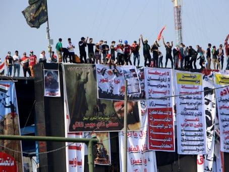 Irak: le sort du Premier ministre en suspens, la rue plus que jamais mobilisée