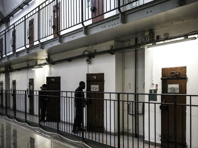 """""""Notre disparition ferait reculer le droit en milieu carcéral"""" : l'Observatoire des prisons mis en danger par l'arrêt d'aides publiques"""