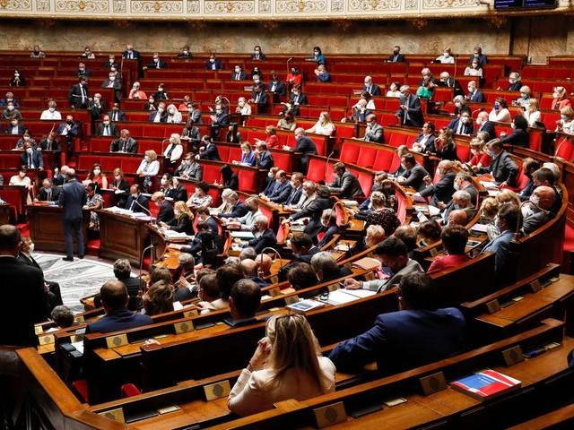Coronavirus: l'Assemblée vote le troisième budget de crise