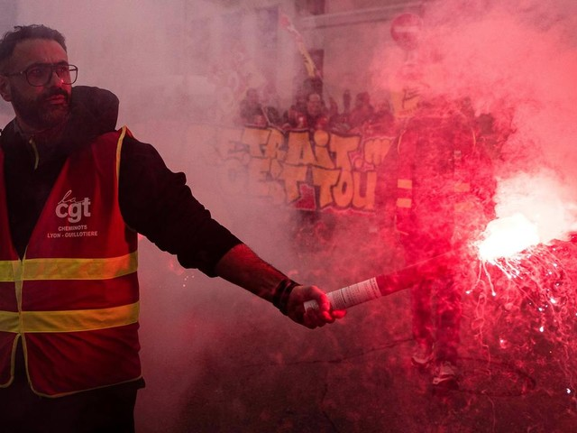 EN DIRECT - Retraites : 249 000 manifestants dans toute la France, dont 31 000 à Paris, selon l'Intérieur