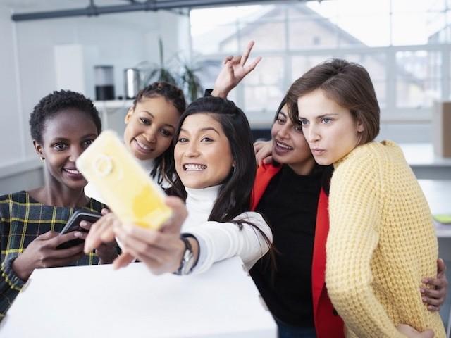 Non, le selfie n'est pas du narcissisme (c'est plus grave)