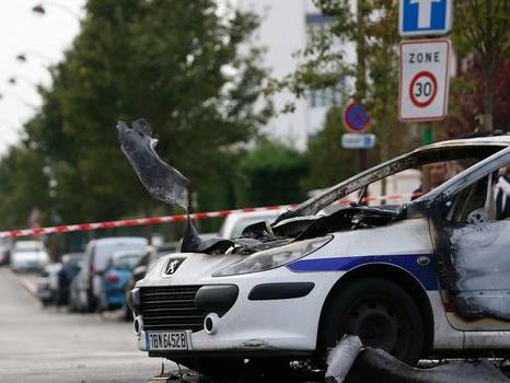 Policiers brûlés à Viry-Châtillon : 10 à 20 ans de prison pour 8 accusés, 5 acquittements