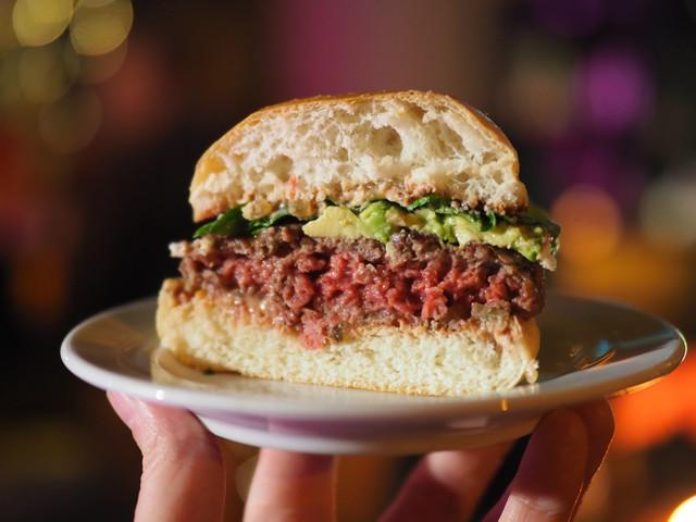 On a testé l'Impossible Burger 2.0, le steak haché vegan qui veut sauver le monde
