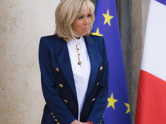 Brigitte Macron courtise un jeune créateur français