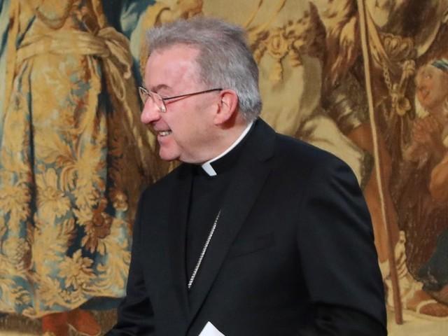 Luigi Ventura, représentant du pape en France, accusé d'agressions sexuelles