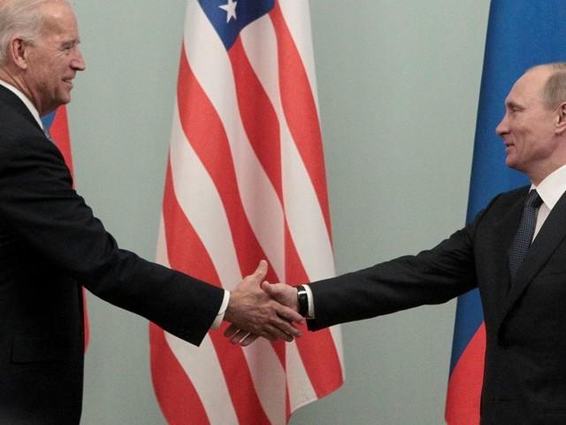 Face à Poutine, Biden ne cherche pas qu'à se démarquer de Trump