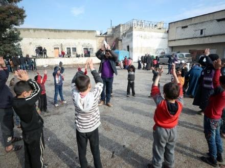 En Syrie, écoles et prisons d'Idleb réaménagées pour les déplacés