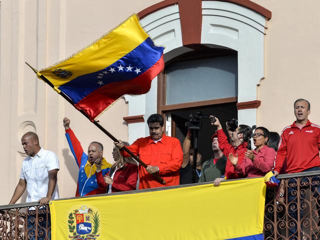 """Caracas accuse Washington de """"terrorisme économique"""" après le gel de biens vénézuéliens"""