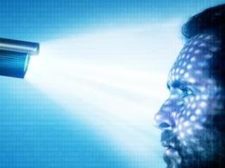 Clearview : l'application de reconnaissance faciale policière dopée aux réseaux sociaux