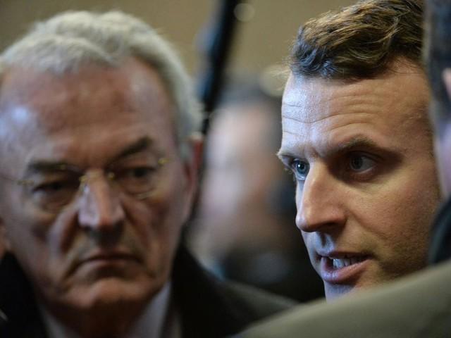 Quatre maires décorés par Emmanuel Macron à la veille de son discours au Congrès des maires de France