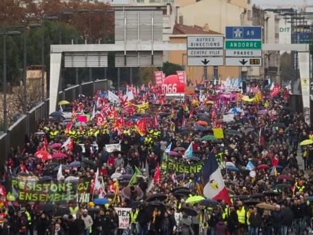 Retraites: plus de 450.000 manifestants en régions, mobilisation massive même dans les petites villes