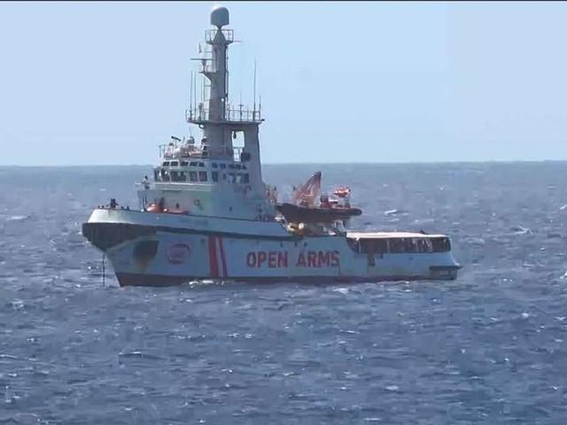 Navire Open Arms : 27 migrants mineurs autorisés à débarquer à Lampedusa