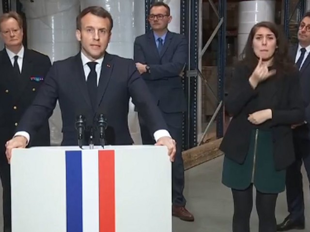 Macron promet l'indépendance de la production de masques d'ici à la fin de l'année