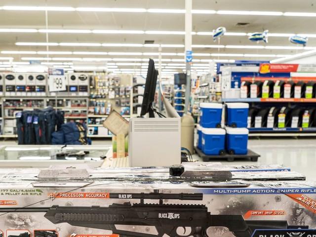 Avant les élections américaines, Walmart retire les armes à feu de ses magasins
