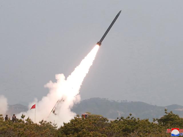 """La Corée du Nord a testé des lance-roquettes et une """"arme tactique guidée"""""""