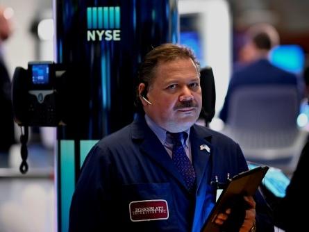 Wall Street stable à l'ouverture, observant les résultats d'entreprises