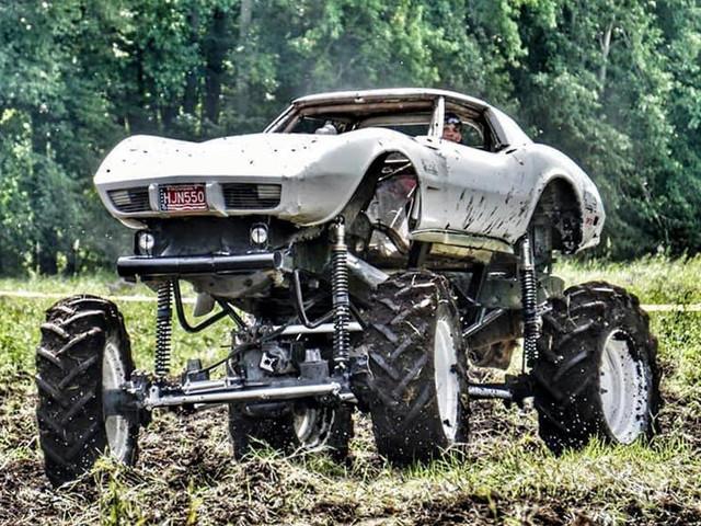 Cette Corvette Monster-truck peut tout surmonter