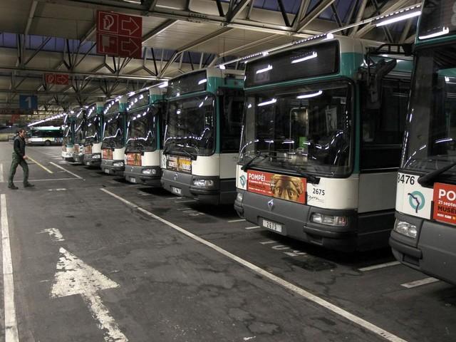EN DIRECT - Réforme des retraites : 400 km de bouchons en Ile-de-France, le trafic des bus au ralenti