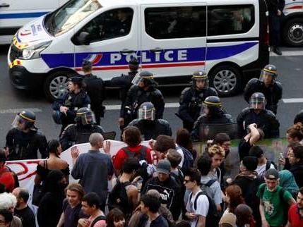 Tolbiac évacuée: «le défi des prochains jours» est «la tenue des examens», estime Macron
