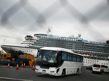 Paquebot au Japon: 67 nouveaux cas de coronavirus, évacuation prévue des Américains