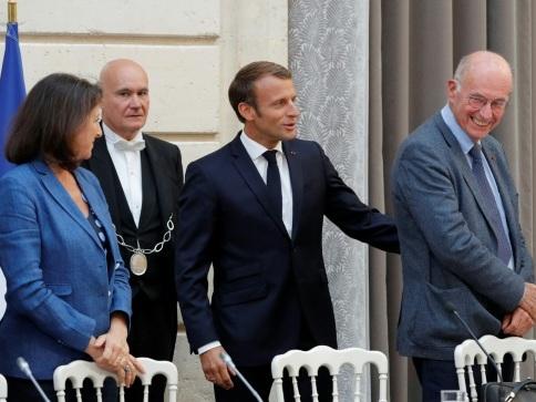 """Macron installe une commission d'experts sur les """"1.000 premiers jours"""" de l'enfant"""