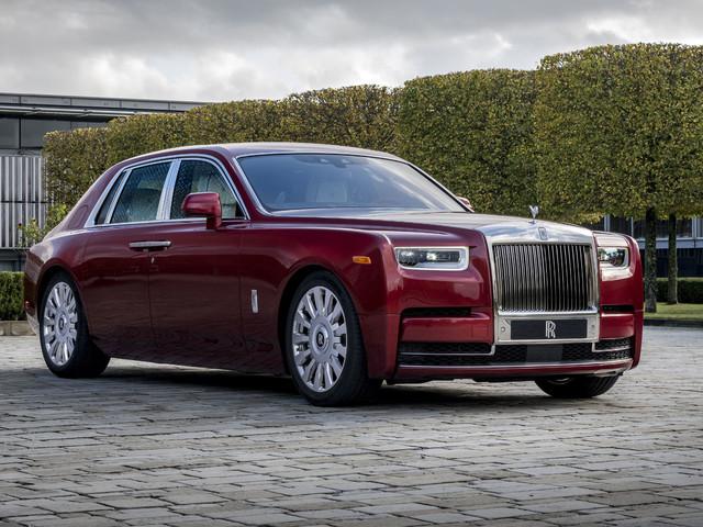 Rolls-Royce : la Phantom s'habille de rouge pour lutter contre le SIDA