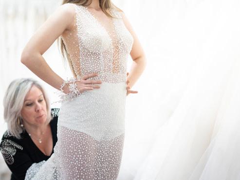 """Vendeuse de robes de mariées, Brigitte subit elle aussi le coronavirus: """"On pleure avec nos clientes dans la boutique"""""""
