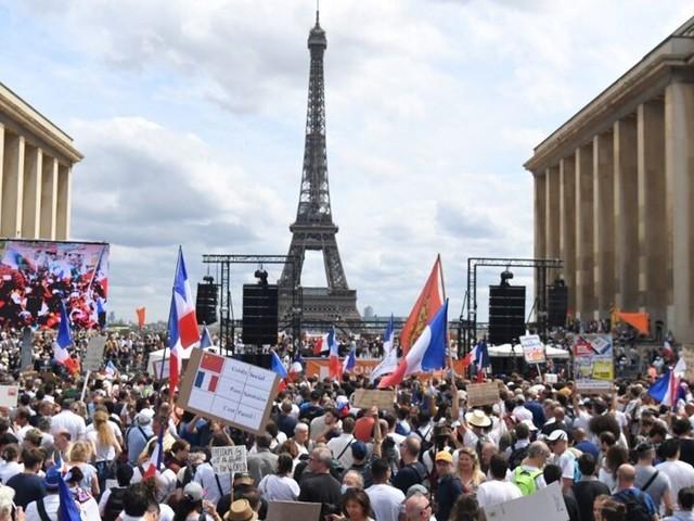 Au Trocadéro à Paris, le rassemblement anti-pass sanitaire ou la soupape de toutes les colères