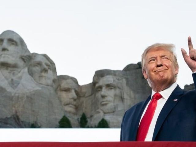 Trump ajouté au Mont Rushmore? Il ne dirait pas non